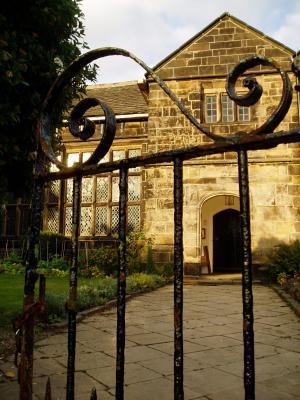 Oakwell Hall - gate